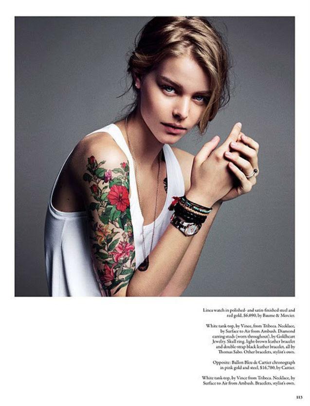 眼神有魅力的女生.搭配玫瑰花花臂纹身,更有魅力了!
