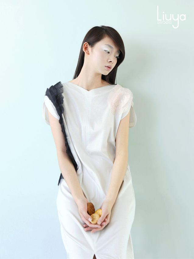 个性 连衣裙/浅灰裹身连衣裙拼接立体真丝盘花/晚礼服